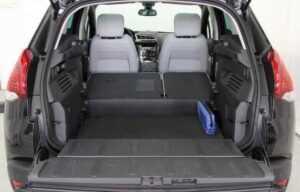 Peugeot 3008 2014 boot seats folded trunk double floor